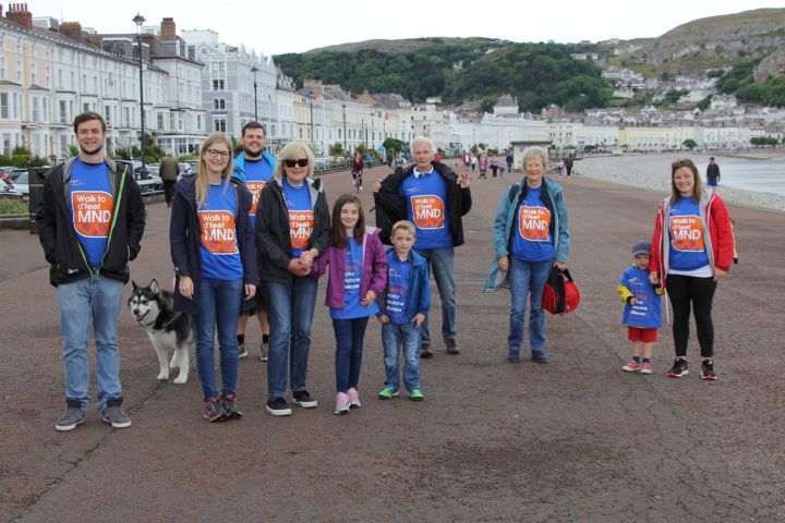 group of walkers walk to d'feet MND
